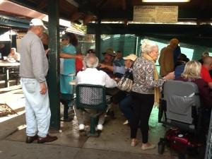 Клуб по интересам. Кубинцы первой волны играют в домино.