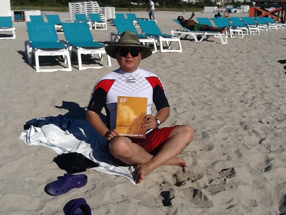 Выполнение домашнего задания. Помогает весь пляж.